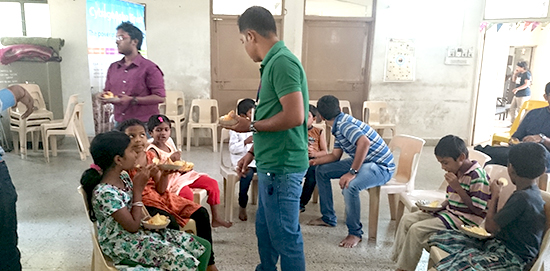toy-donation-at-matoshri-vruddhashram-3